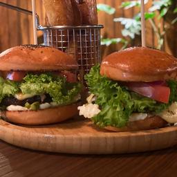 2 Mini Burgers + Papas Fritas Rústicas