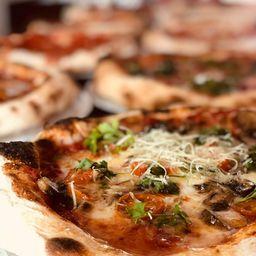 2 Pizzas Clásicas y Gratis 1 Bebida 1.5