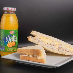 Sándwich de Mechada Pollo Queso y 1 Jugo