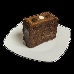Trozo de panqueque chocolate y manjar
