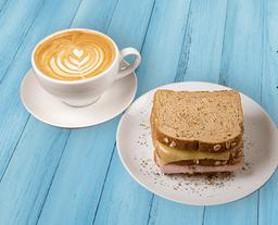 Latte + Sandwich Triple Jamon Queso (Pan Integral)