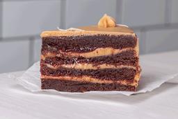 Trozo brownie manjar blanco frambuesa