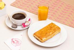 Pan Queso Caliente + Café + Jugo Natural