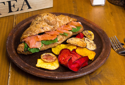 Croissant Salmón y Rúcula