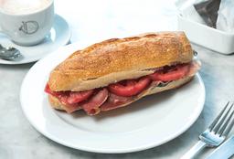 Sándwich Baguette con Jamón Serrano