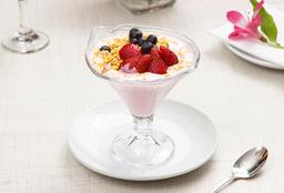 Yogurt con Granola y Frutillas