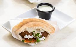 Falafel Pita Clasic + Bebestible + Dulce Arabe