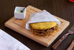Arepa con Carne Mechada