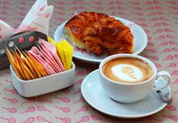 Medialunas con Café