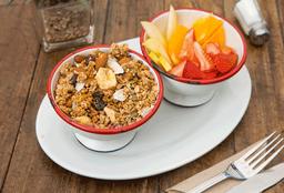Granola, Fruta y Yogurt