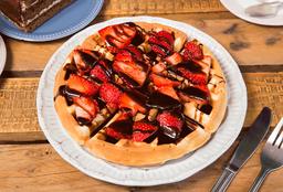 Waffle con chocolate y frutilla