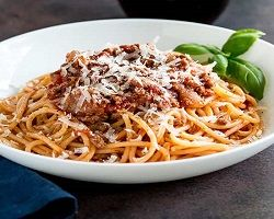Spaghetti A La Bolognesa + Bebida