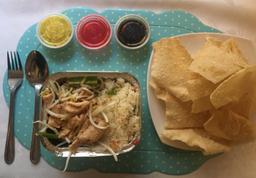 Diente de Dragón Pollo con Arroz Chaufán + Wantan Frito