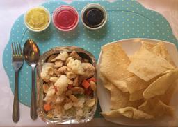 Pollo chitén con arroz chaufán + Wantán frito (10 un)