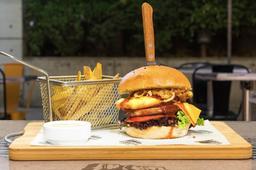 2 x 1 Cinaruco Burger XL + Papas Fritas + Bebidas