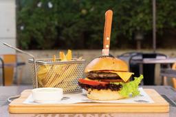 Autanita Burger + Papas Fritas+ Bebida