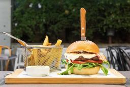Roques Burger + Papas Fritas + Bebida