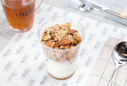 Yogurt con Granola
