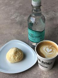 Café + 1 pan de bono + agua benedictino