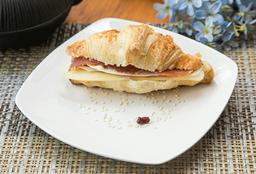 Petit Croissant Jamon Serrano Queso