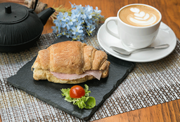 Croissant Jamón Queso + Latte M O Té English Breakfast M