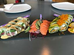 Promo Feng + Rainbow sin arroz + Sashimi
