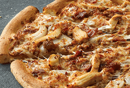 Pizza Pollo BBQ y Rolls