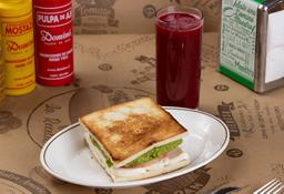 Sándwich Vegetariano + Jugo Tradicional