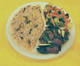 Carne Mongoliana con Chapsui de Verduras
