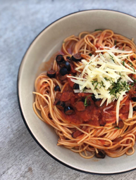 Espagueti en Salsa Napolitana + bebida