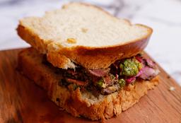 Sándwich de Pastrami + Jugo o Limonada  + Postre