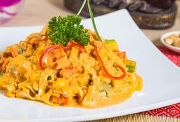 Fideos Panang Curry de Pollo