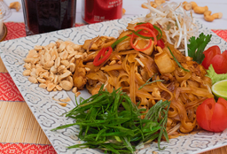 Disfruta Pad Thai Pollo