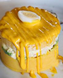 Causa Limeña Rellena de Pollo En Salsa a La Huancaína