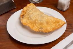 Empanada Cebolla Caramelizada, Aceituna, Queso