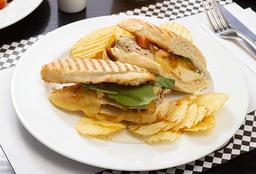 Sándwich con Lomitos de Pollo Rebozados