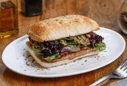Sándwich Mechada BBQ o Croqueta Atún con Bebida