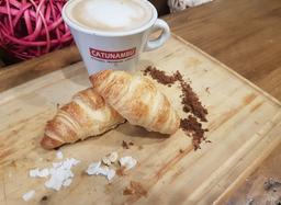 Café + 2 Croissant mini Nutella, Manjar y/o Jamón Queso