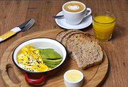 Tostadas + Jugo de Naranja + Café o Té