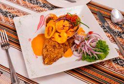 Tacu-Tacu con Salsa de Mariscos