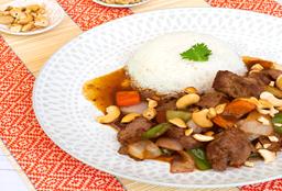 Carne con Castañas de Caju