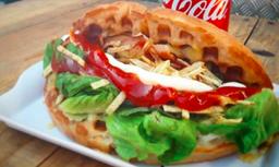 Waffle Momo + Bebida Lata