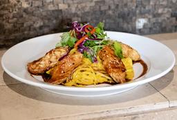 Tallarín con pollo a la huancaína