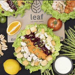 Arma Tu Perfect Leaf Salad y Agua O Bebida