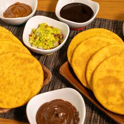 8 Sopaipillas Caseras + 4 Salsas