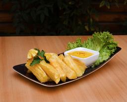 Yucas fritas con huancaína