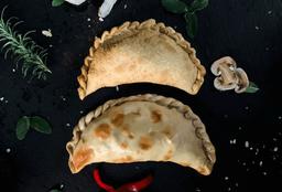 E03 - Empanada Queso,Tomate , Albahaca