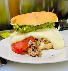 Sándwich Clásico de Mechada