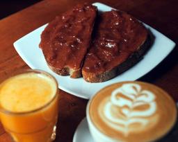 Desayuno Tostadas Mantequilla y Mermelada