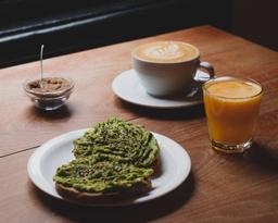 Desayuno Tostadas Palta y Gomasio